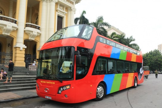 bus devant opera