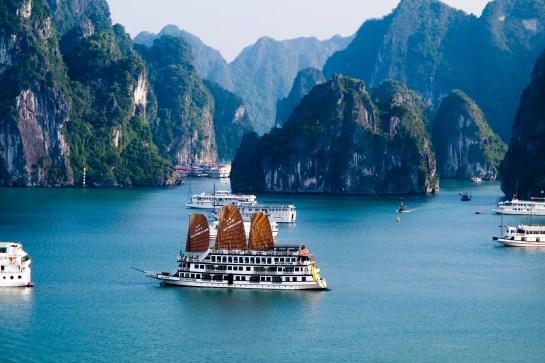 visiter vietnam baie along.jpg