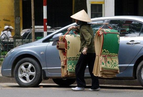 palanche et femmes vietnamiennes compagnon.JPG