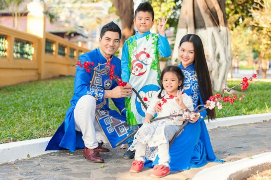 ao dai vietnamien pour famille.jpg
