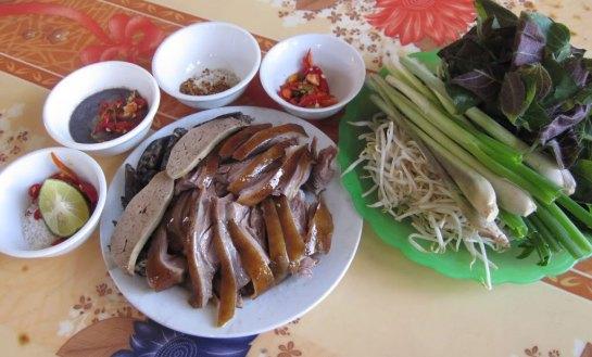 tabous alimentaires nouvel an vietnamien viande de chien.jpg