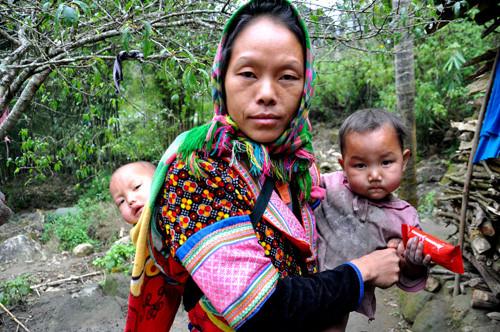 porte bebe montagne nord vietnam enfant.jpg