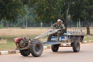 Un des véhicules des agriculteurs laotiens
