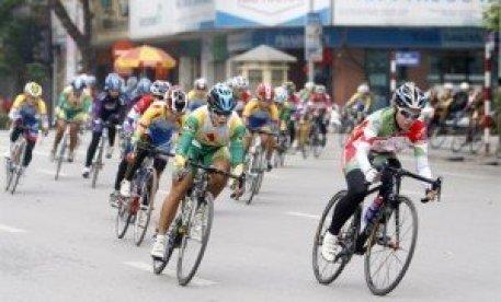 Une course cycliste a débuté le 1er mai à Hanoi avec la destination de la province de  Diên Biên