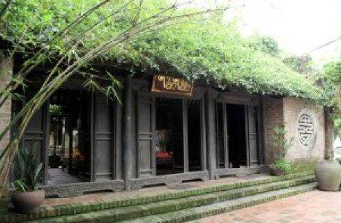 Le portique de la maison Van Vân.