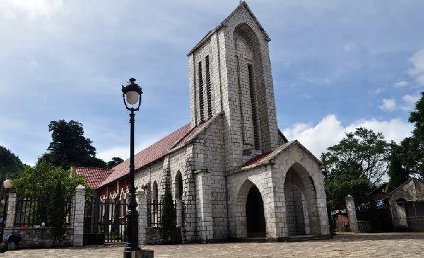 L'église de pierre de Sapa