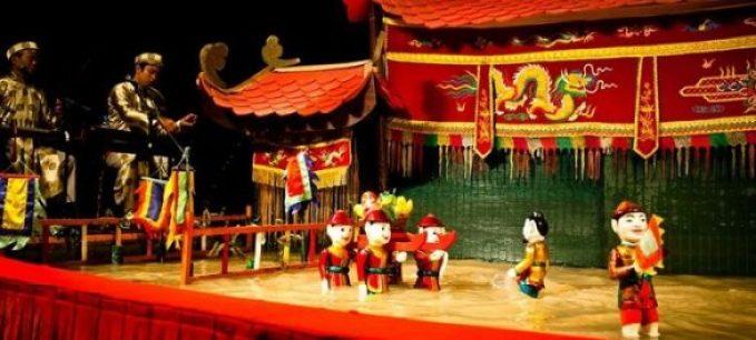 les marionnettes sur l'eau au Vietnam