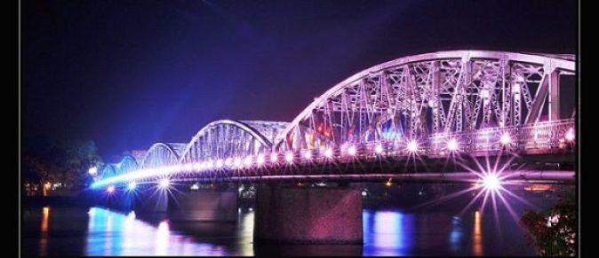 Pont Truong Tiên et la rivière des Parfums de Huê
