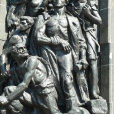 Kopia warszawskiego Pomnika Bohaterów Getta znajduje się w Instytucie Yad Vashem w Jerozolimie.
