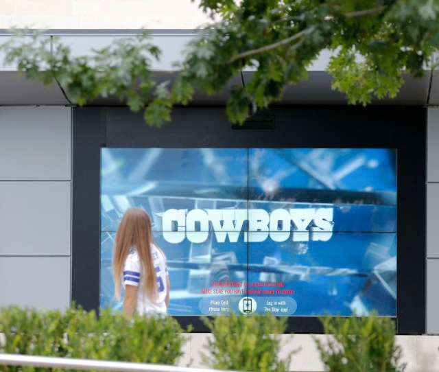 Little Known Perk In Frisco The Star Sports Giant Outdoor Video Game Screens Free To Use Guidelive