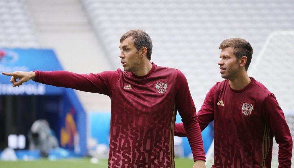 Dzuba and Smolov