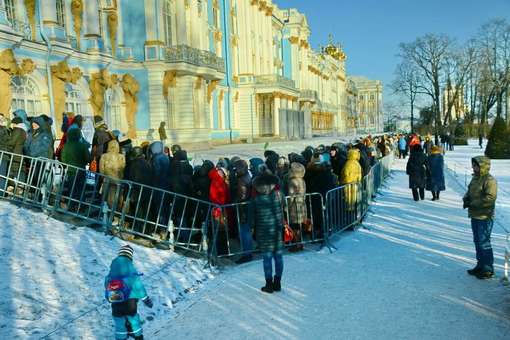the queue at the Catherine`s Palace