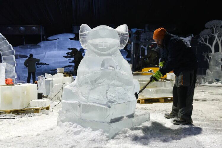 Preparing for Ice Sculpture Festival