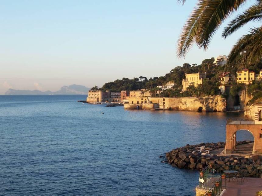 Un tratto della costa di Posillipo verso Riva Fiorita
