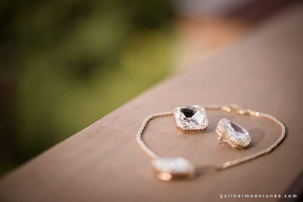 Foto de Casamento na praia de Larissa e Ronaldo jóia da noiva
