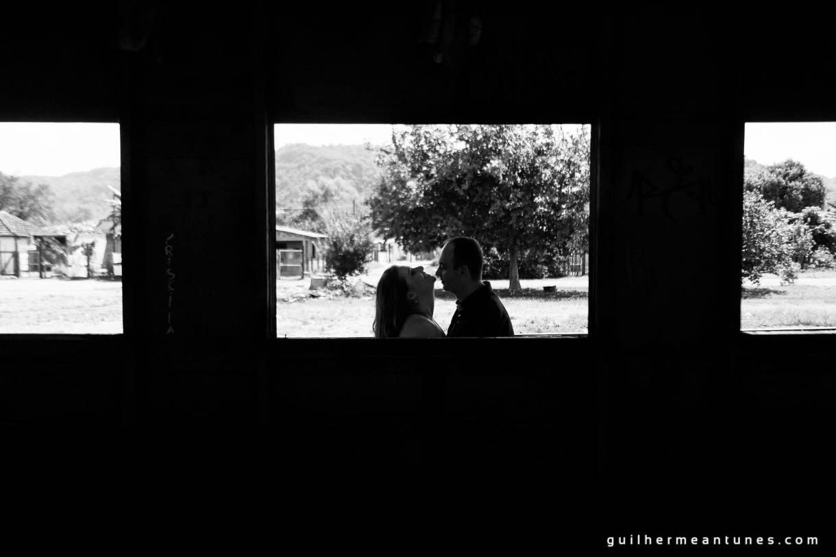 Foto de Casamento Larissa e Fabiano na janela do trem