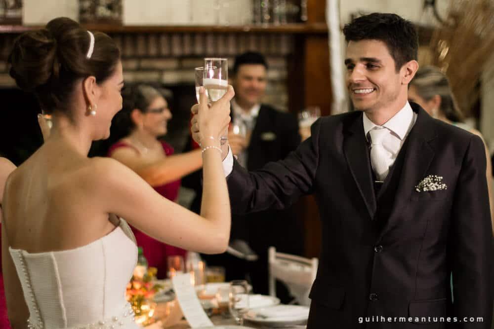 Fernanda e Charles: Fotografia de casamento em Lages (Noivos em brinde)