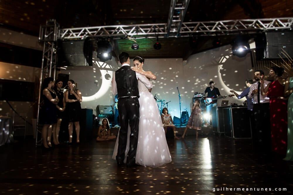 Fernanda e Charles: Fotografia de casamento em Lages (Hora da valsa)