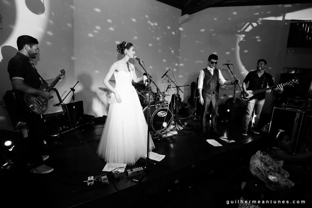 Fernanda e Charles: Fotografia de casamento em Lages (Ela e o microfone)