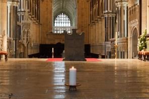 L'Autel - La cathédrale de Canterbury (en anglais Canterbury cathedral) est l'une des plus anciennes et des plus célèbres églises chrétiennes d'Angleterre. Début de la construction : XIe siècle - Fin des travaux : XVe siècle - Style dominant : Gothique