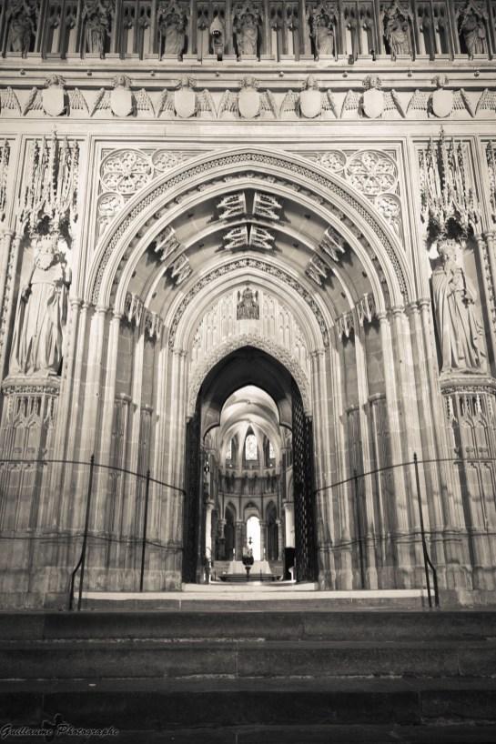La cathédrale de Canterbury (en anglais Canterbury cathedral) est l'une des plus anciennes et des plus célèbres églises chrétiennes d'Angleterre. Début de la construction : XIe siècle - Fin des travaux : XVe siècle - Style dominant : Gothique