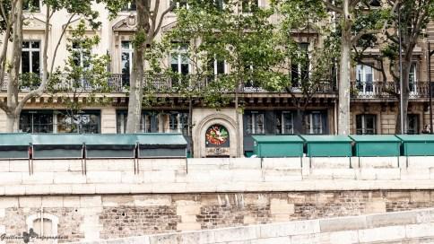 Paris autrement - des livres et des fruits