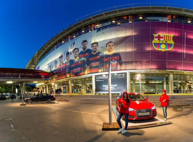 Fotografies al stand d'Audi durant un partit Barça - R. Madrid