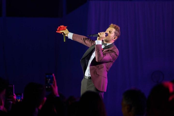 David Bisbal en la seva actuació durant la gala People in Red de la Fundació Lluita contra la Sida (Barcelona, 2018)