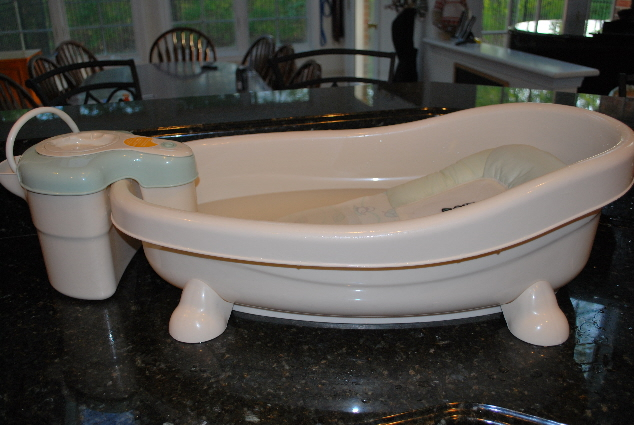 ADORABLE PRINCESS TUBBY WITH IT'S OWN WHIRLPOOL AND SHOWER!