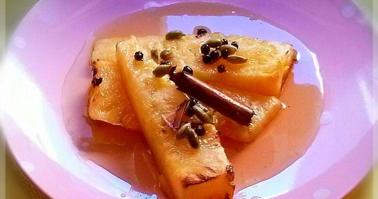 Piña asada en almíbar y especias. [Un postre antigrasa]