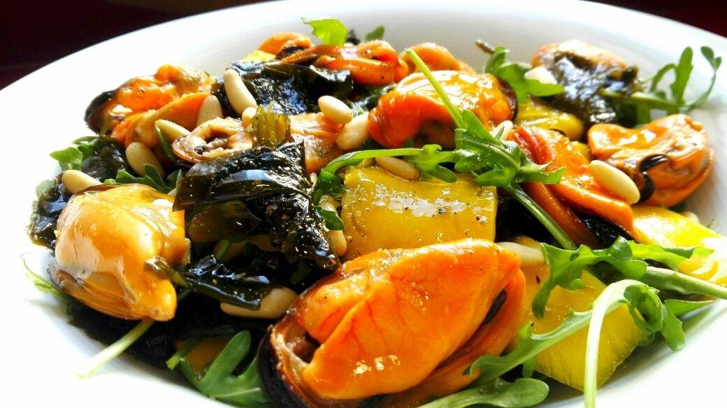 Wakame: Ensalada de algas y mejillones. [Minerales y Antioxidantes]
