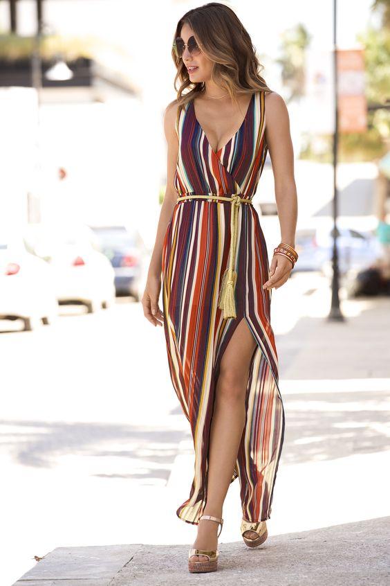Vestido envelope com listas coloridas