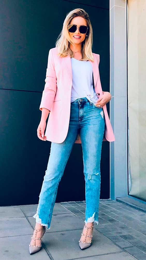blusa branca e calça jeans
