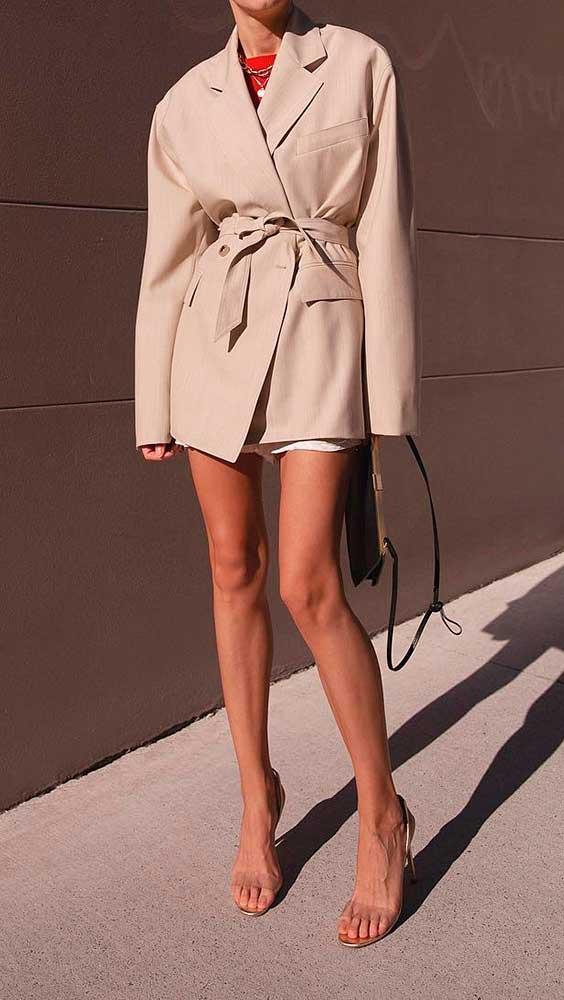 Trench coat com salto