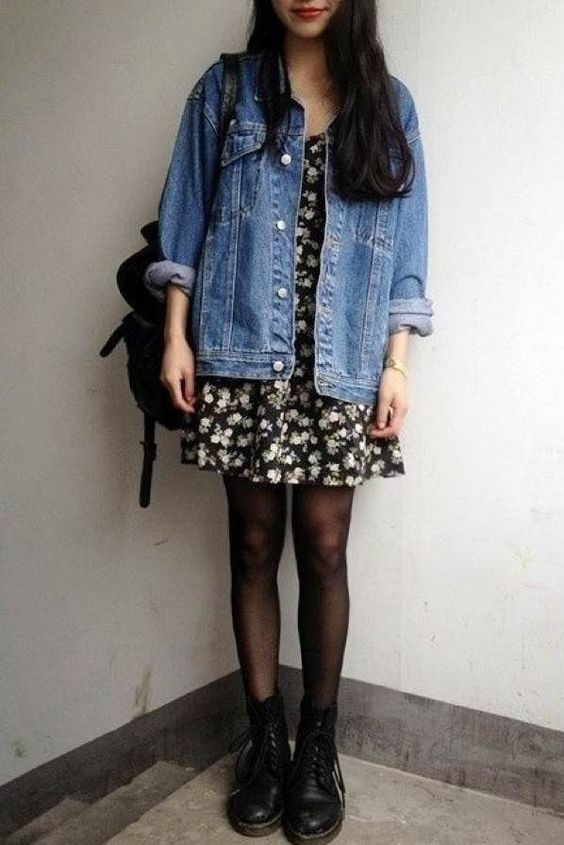 vestido floral e meia-calça