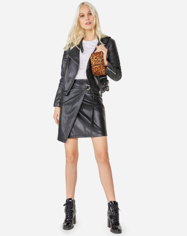 jaqueta de couro e minissia de couro