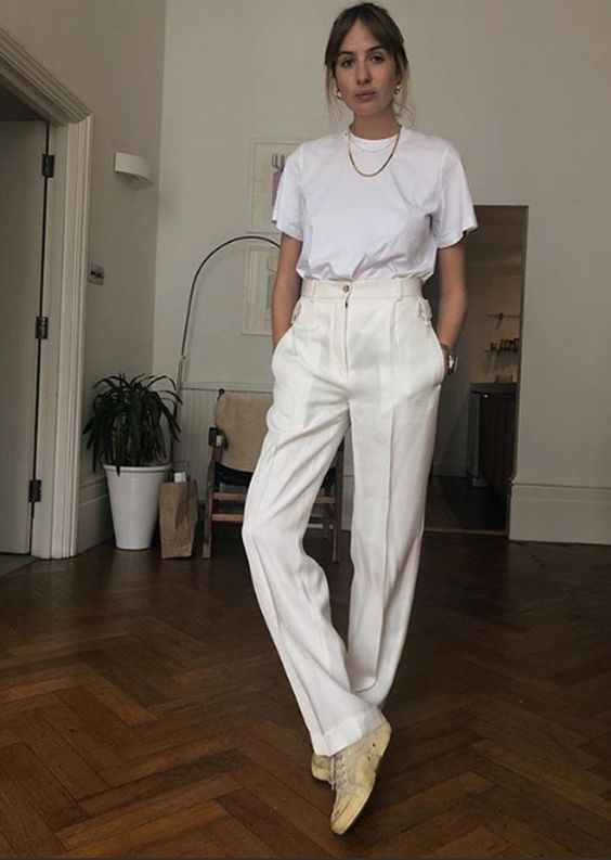 t-shirt branca e calça branca
