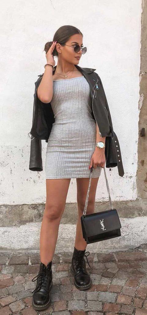 Christina Alexia com jaqueta de couro e coturno