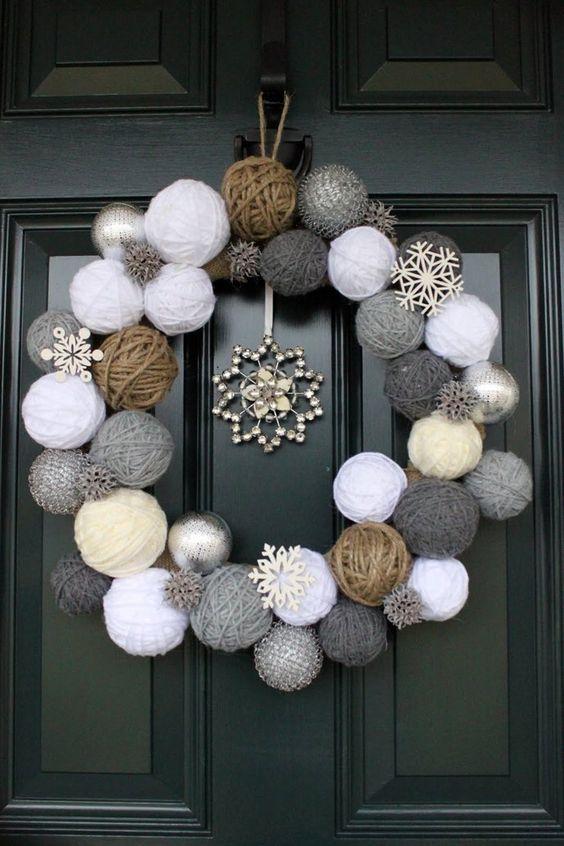 decoração de natal com guirlanda de bolinhas