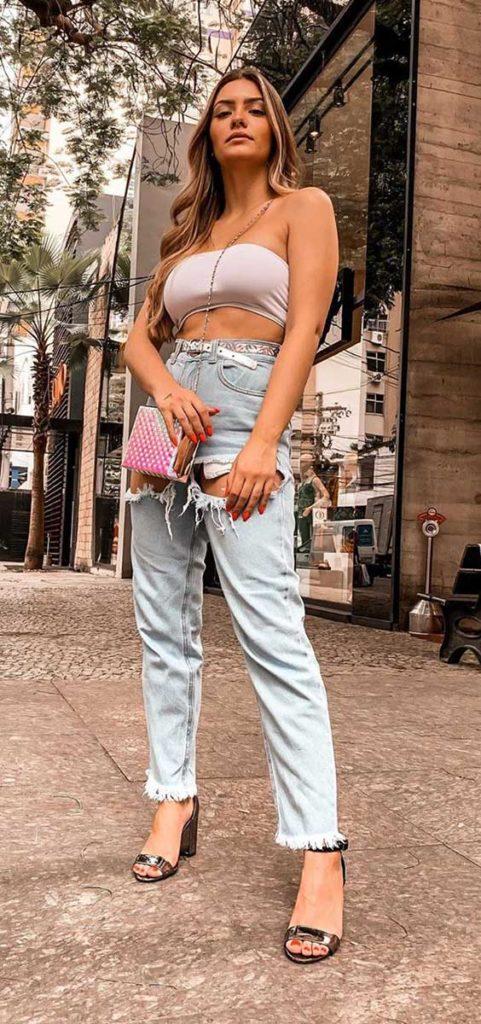 top faixa, tomara que caia, calça jeans destroyed, na primavera