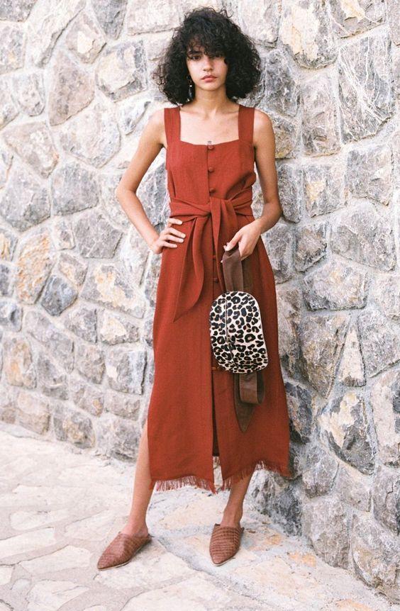 vestido terracota com botões e laço na citura