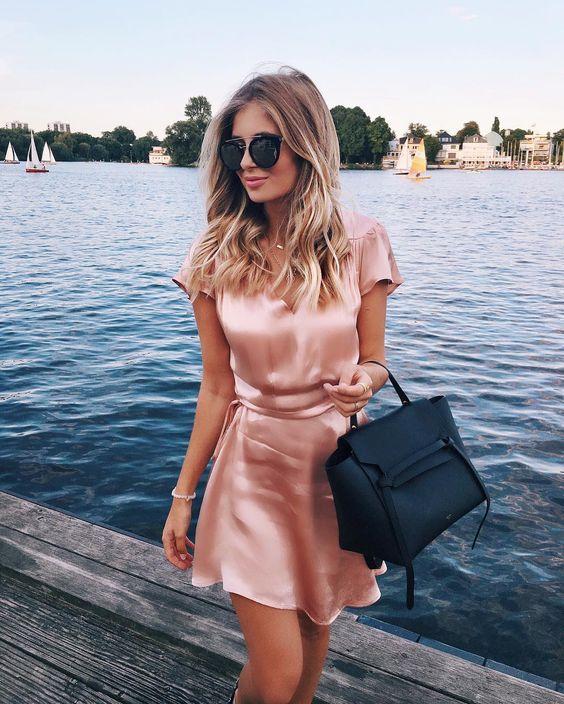 vestido rosa de cetim