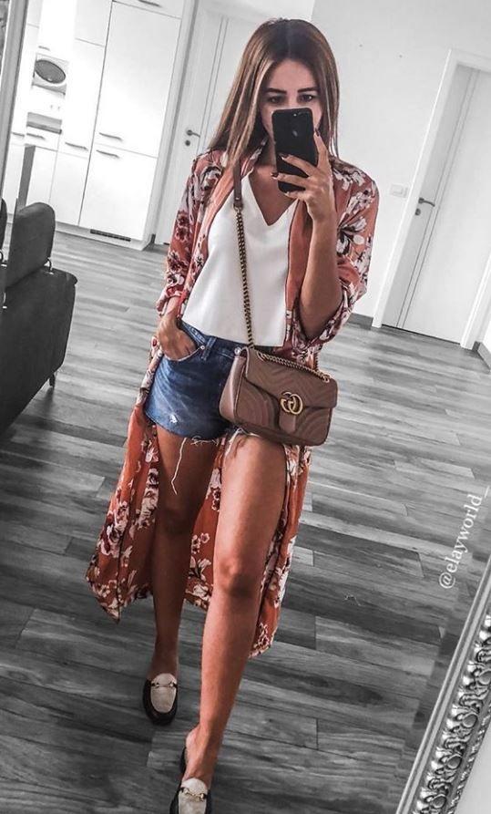 terceira peça, blusa branca, kimono estampado, short jeans