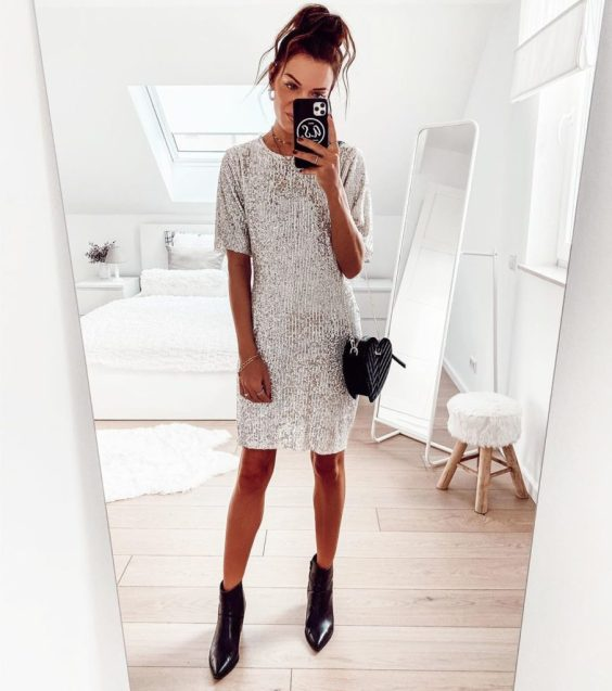 Jaqueline, vestido prateada e ankle boot