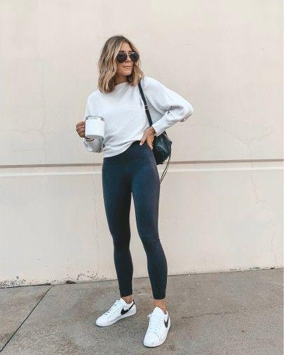 suéter branco, legging preta
