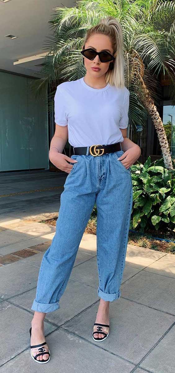 slouchy jeans, blusa branca e cinto gucci