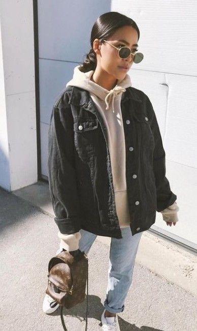 sobreposição com jaqueta jeans oversizes e moletom oversizd, calça jeans