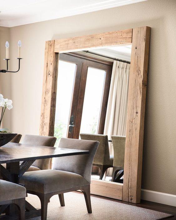espelhos grande na salal de jantar