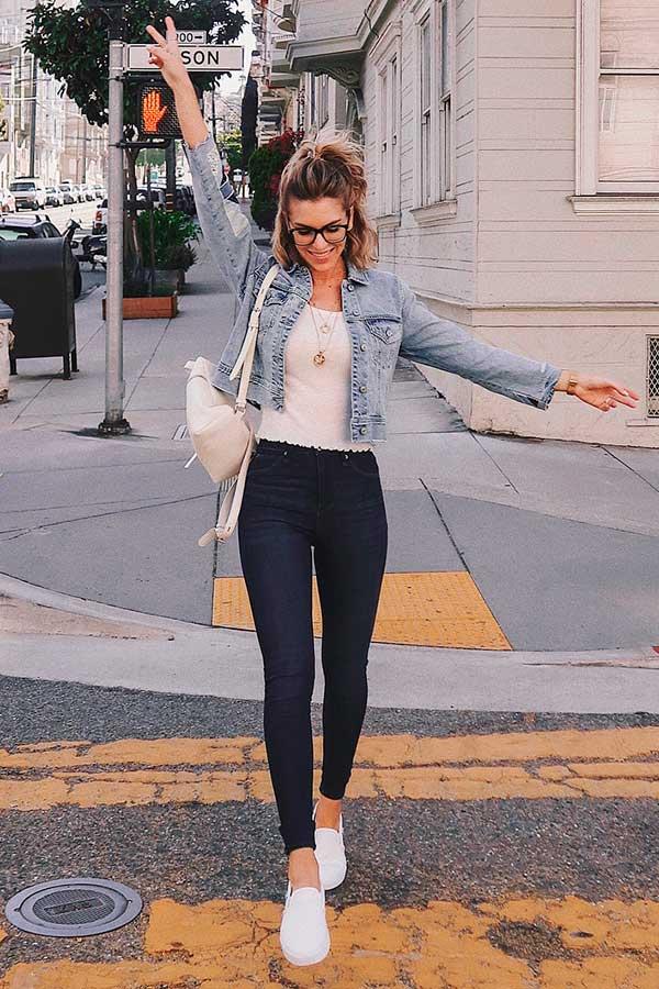 look básico com jaqueta jeans cropped