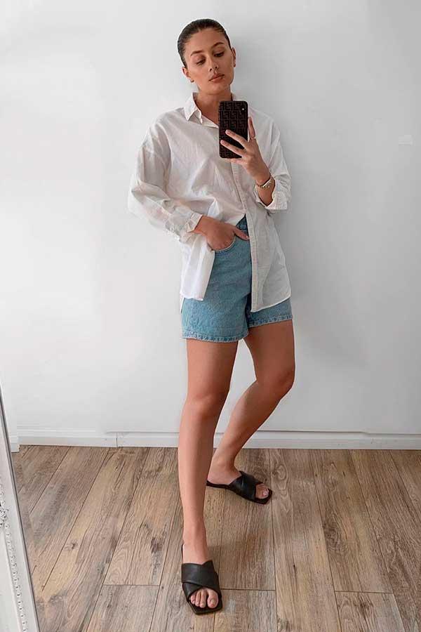 camisa branca e short jeans